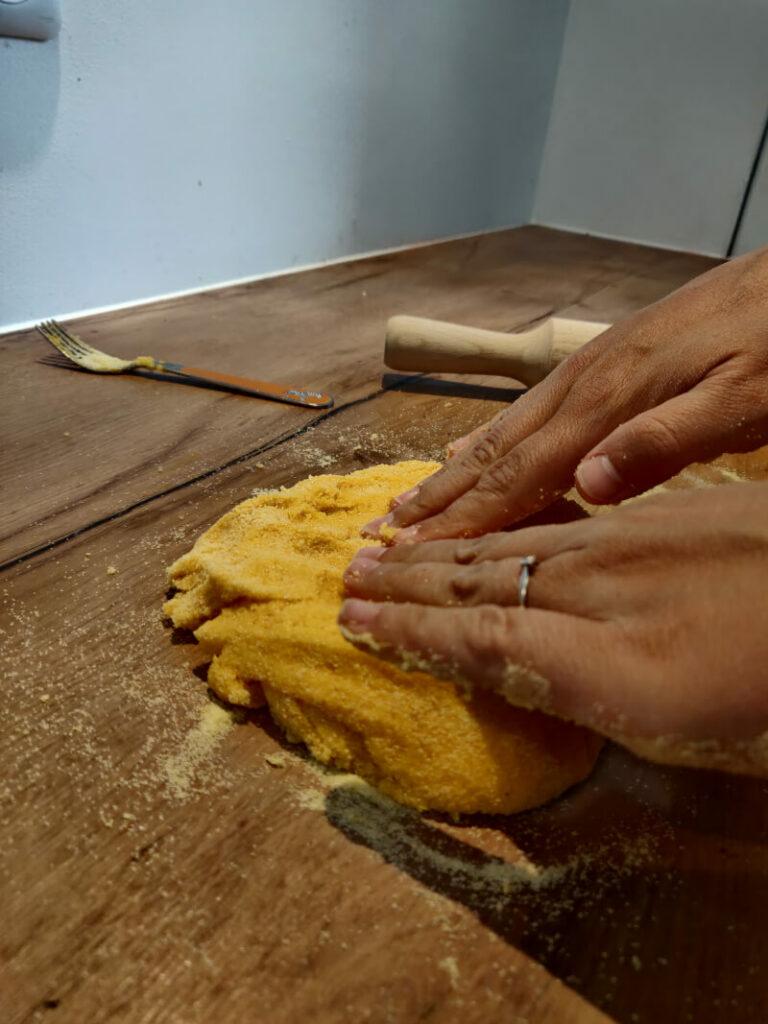 pétrir pâte maison à la main